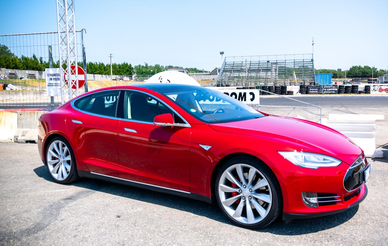 copilotare una Supercar Tesla
