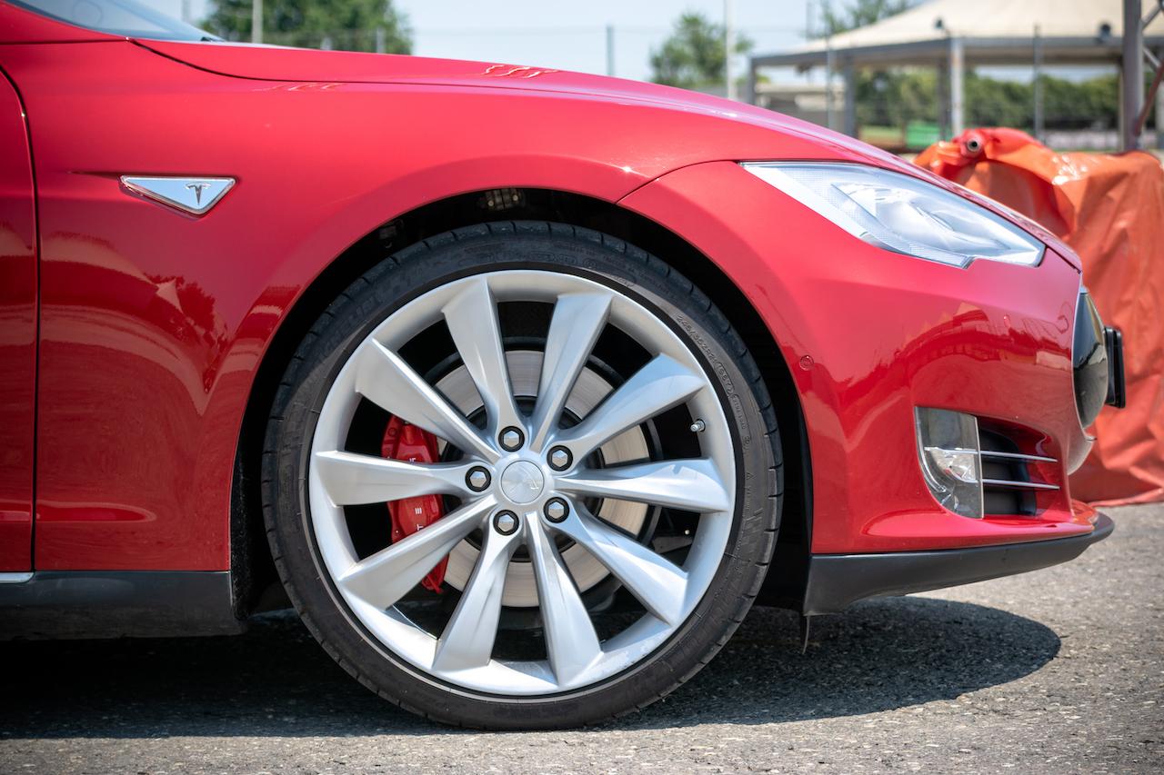 esperienza in pista su una Tesla